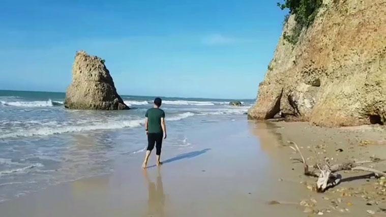 pantai-batu-luang.jpg