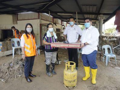Penduduk Terjejas Banjir di Kg Sugud Terima Bantuan Tong Gas & Dapur Memasak